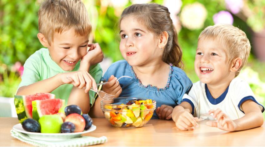 Често срещани грешки на родителите при създаването на здравословни навици на хранене при децата